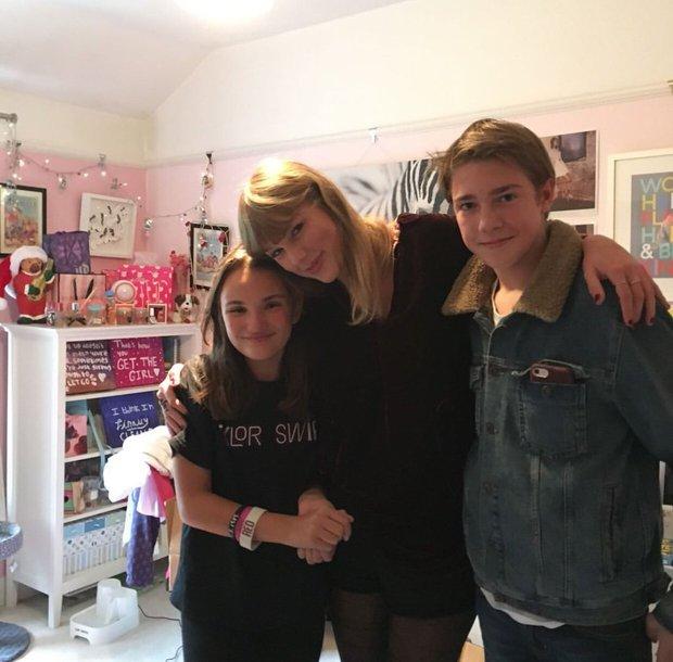 Bắt gặp trai đẹp đứng chờ Taylor Swift ở hậu trường BRIT Awards, người yêu Joe Alwyn đâu rồi ý nhỉ? - Ảnh 3.