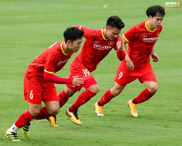 Hai đội tuyển Việt Nam đóng cửa tập kín hoàn toàn - Ảnh 1.