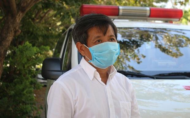 Ông Đoàn Ngọc Hải bị sốt 38 độ C khi đang ở Mường Lay, xe chuyên dụng đưa về tỉnh để xét nghiệm Covid-19 - Ảnh 1.