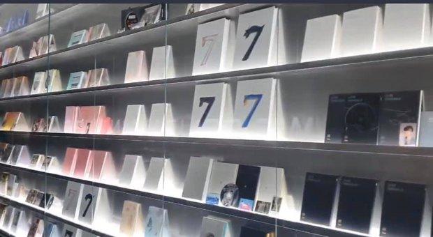 BTS có hẳn bảo tàng trưng bày album trong 8 năm hoạt động, nhìn đồ sộ đúng chất idol chăm chỉ - Ảnh 3.