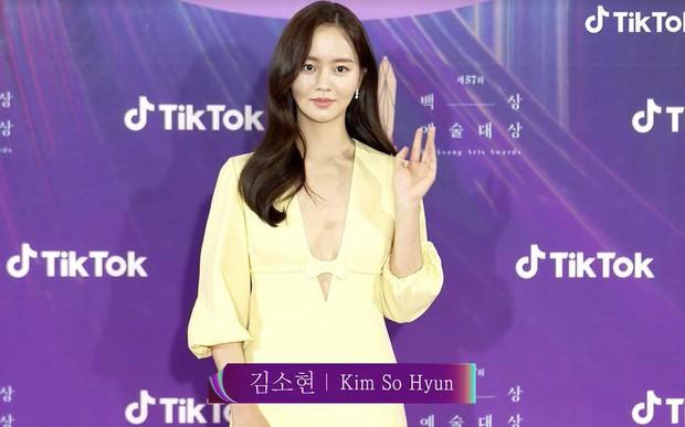Sao nhí Kim So Hyun khiến cả xứ Hàn chao đảo vì màn lột xác táo bạo, xẻ ngực sâu hoắm đốt cháy thảm đỏ Baeksang 2021 - Ảnh 5.