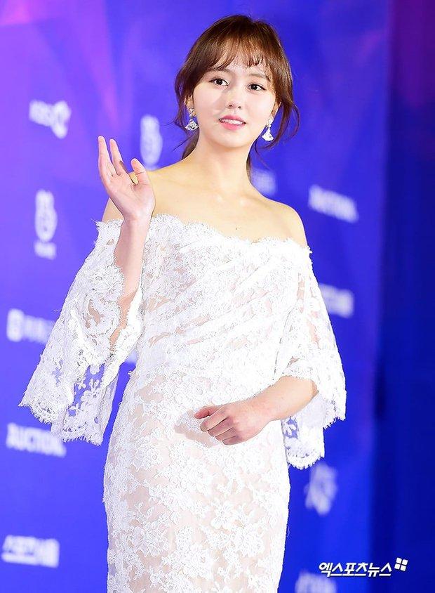 Sao nhí Kim So Hyun khiến cả xứ Hàn chao đảo vì màn lột xác táo bạo, xẻ ngực sâu hoắm đốt cháy thảm đỏ Baeksang 2021 - Ảnh 7.