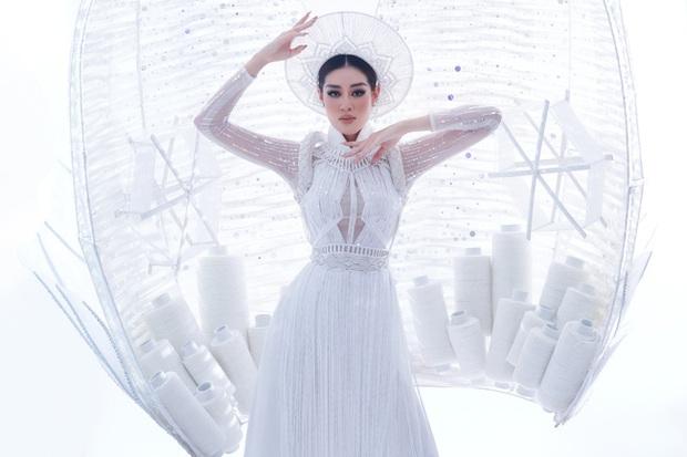 Ngắm trọn vẹn quốc phục Khánh Vân sẽ diện ở đêm Bán kết Miss Universe 2020: Cầu kỳ đến mức bị thương, nhưng tôn visual đỉnh cao - Ảnh 5.