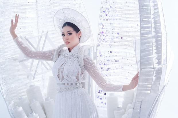 Ngắm trọn vẹn quốc phục Khánh Vân sẽ diện ở đêm Bán kết Miss Universe 2020: Cầu kỳ đến mức bị thương, nhưng tôn visual đỉnh cao - Ảnh 6.