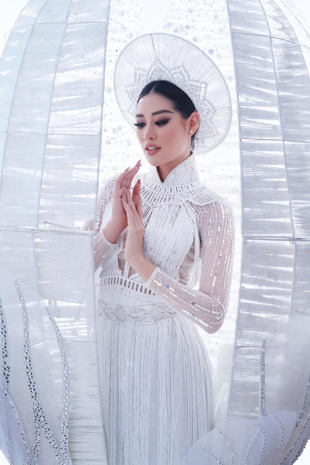 Ngắm trọn vẹn quốc phục Khánh Vân sẽ diện ở đêm Bán kết Miss Universe 2020: Cầu kỳ đến mức bị thương, nhưng tôn visual đỉnh cao - Ảnh 8.