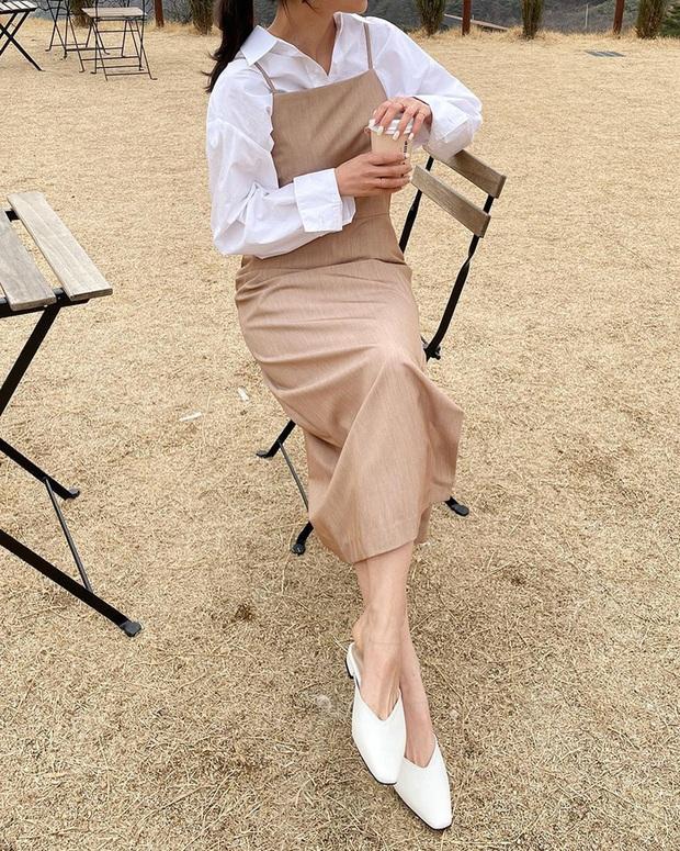 Để diện váy hai dây xịn đẹp level cao nhất, chị em hãy nghía ngay 12 set đồ này của gái Hàn - Ảnh 11.