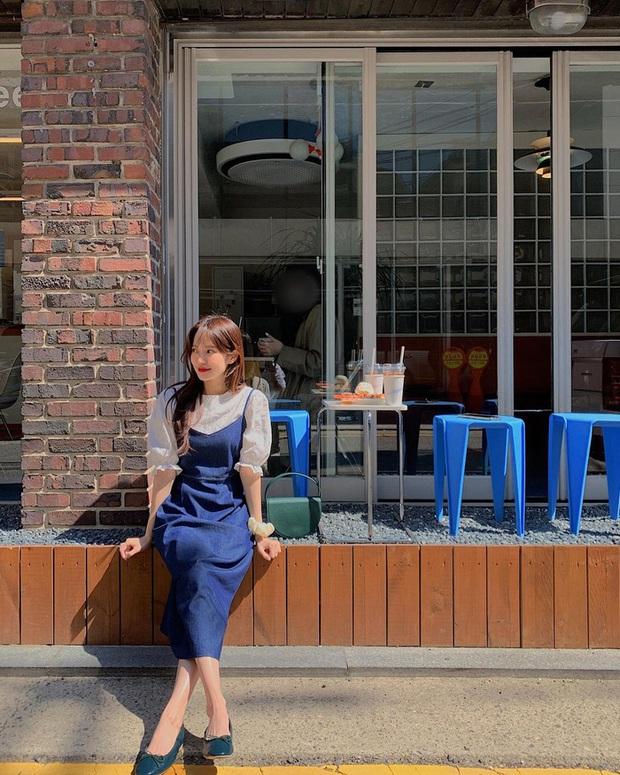 Để diện váy hai dây xịn đẹp level cao nhất, chị em hãy nghía ngay 12 set đồ này của gái Hàn - Ảnh 3.