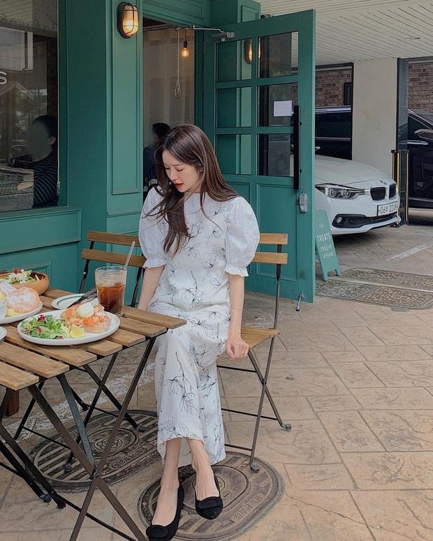 Để diện váy hai dây xịn đẹp level cao nhất, chị em hãy nghía ngay 12 set đồ này của gái Hàn - Ảnh 4.