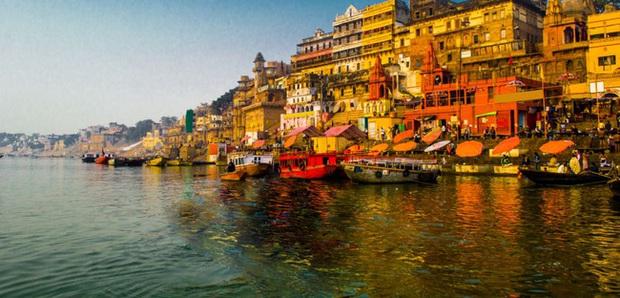 Sông Hằng - dòng sông thiêng quan trọng như thế nào với người Ấn Độ, đến mức họ bất chấp nguy cơ nhiễm Covid-19 để được tẩy uế ở nơi này? - Ảnh 3.