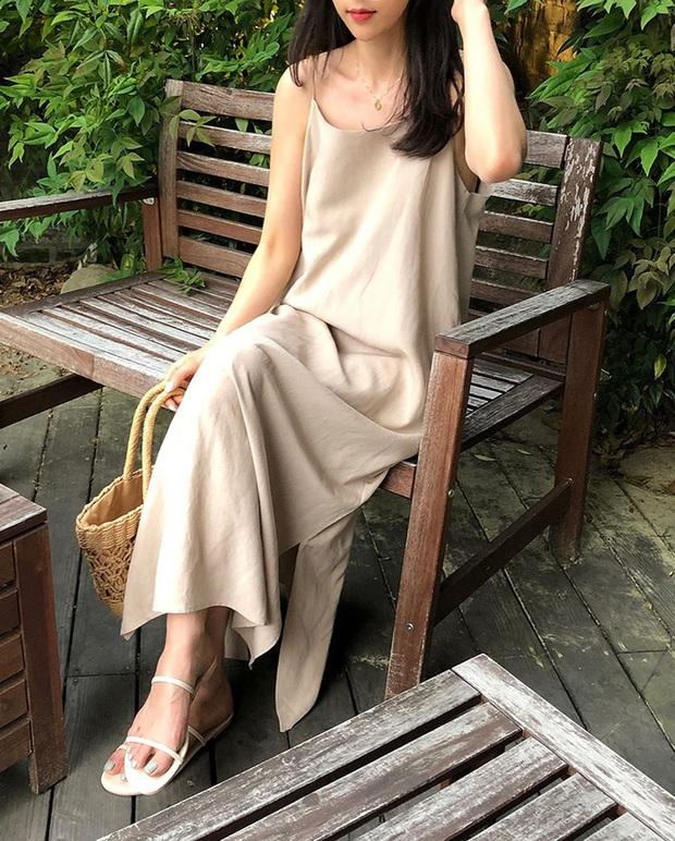 Để diện váy hai dây xịn đẹp level cao nhất, chị em hãy nghía ngay 12 set đồ này của gái Hàn - Ảnh 5.