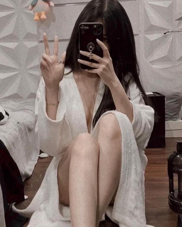 Streamer Thủy Tiên khiến fan đứng ngồi không yên khi khoe vòng một lấp lửng, gợi cảm trong áo choàng tắm - Ảnh 5.