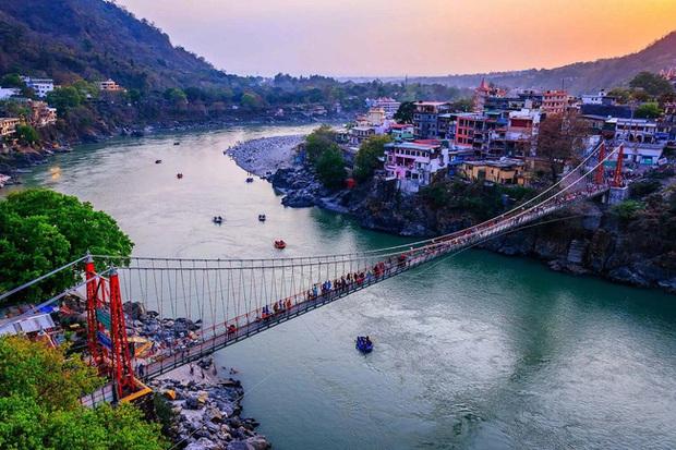 Sông Hằng - dòng sông thiêng quan trọng như thế nào với người Ấn Độ, đến mức họ bất chấp nguy cơ nhiễm Covid-19 để được tẩy uế ở nơi này? - Ảnh 4.