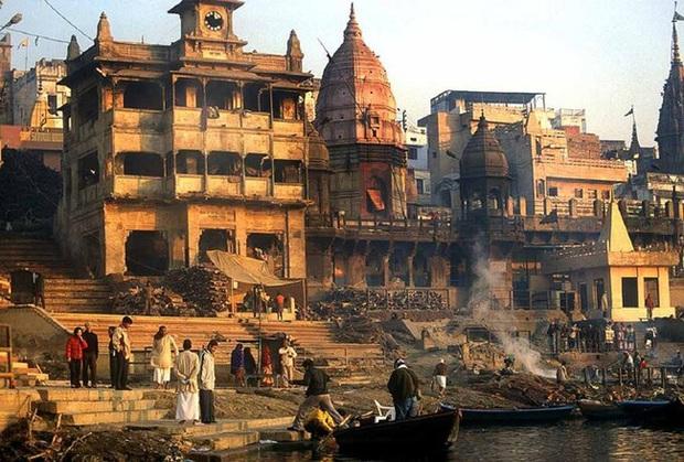 Sông Hằng - dòng sông thiêng quan trọng như thế nào với người Ấn Độ, đến mức họ bất chấp nguy cơ nhiễm Covid-19 để được tẩy uế ở nơi này? - Ảnh 7.