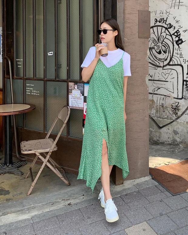 Để diện váy hai dây xịn đẹp level cao nhất, chị em hãy nghía ngay 12 set đồ này của gái Hàn - Ảnh 9.