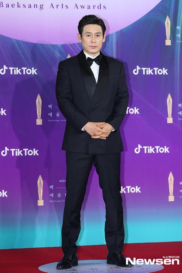 """Siêu thảm đỏ Baeksang 2021: Song Joong Ki - Kim Soo Hyun át cả nữ thần Suzy, """"ác nữ"""" Kim So Yeon o ép vòng 1 dẫn đầu đoàn sao Penthouse - Ảnh 53."""