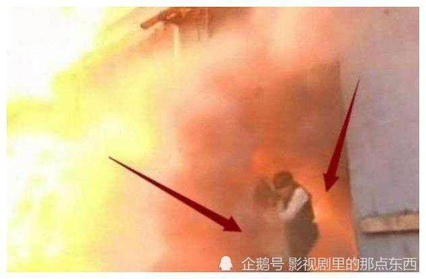 Lật lại vụ nổ phim trường làm tài tử Vườn Sao Băng bỏng nặng 11 năm trước, hóa ra Trường Ca Hành đã bị trách lầm? - Ảnh 3.