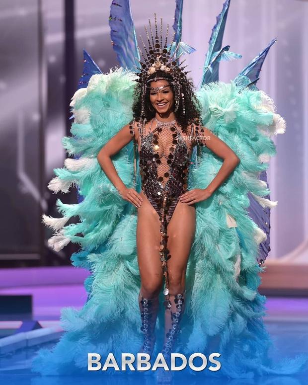 Đêm thi quốc phục Miss Universe: Khánh Vân lộ diện cực thần thái với cú xoay catwalk gây sốt, nhiều nàng hậu gặp sự cố sân khấu - Ảnh 10.