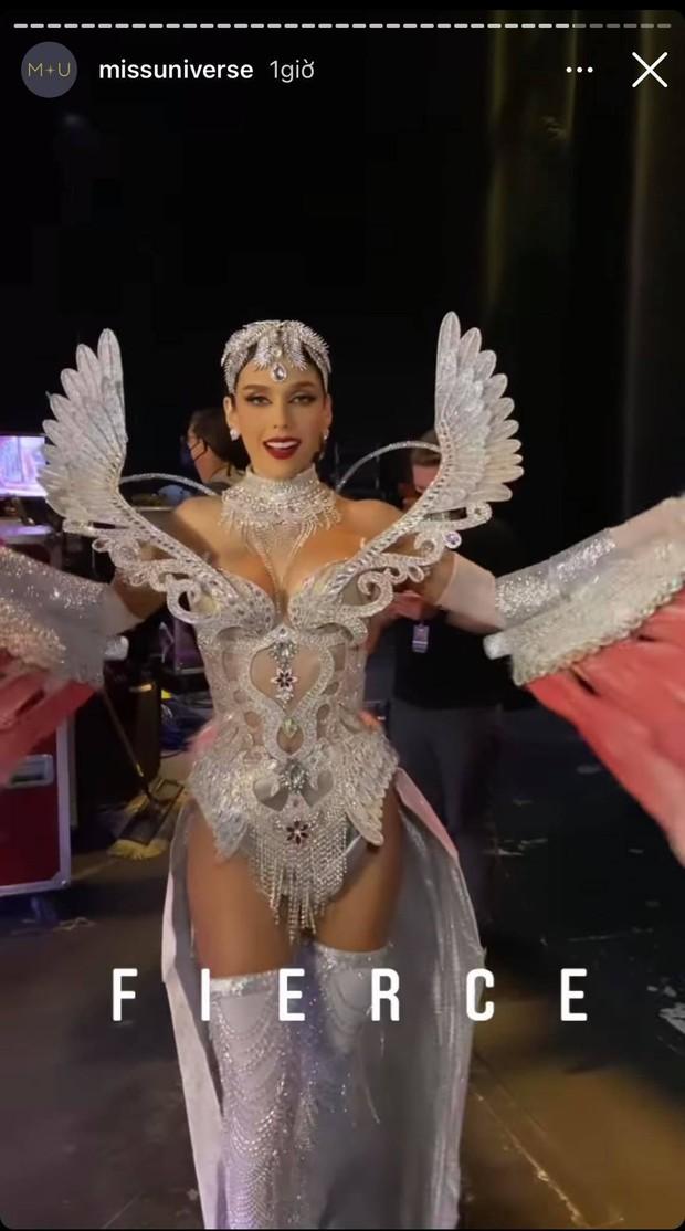 Đêm thi quốc phục Miss Universe: Khánh Vân lộ diện cực thần thái với cú xoay catwalk gây sốt, nhiều nàng hậu gặp sự cố sân khấu - Ảnh 33.