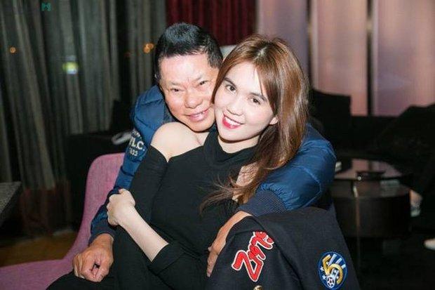 Đại gia Phương Hằng nghẹn ngào trên sóng livestream, gọi tên bồ cũ Ngọc Trinh vào đại chiến với dàn sao Vbiz - Ảnh 2.