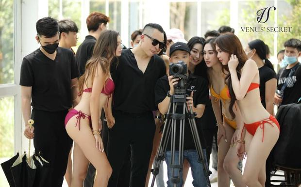 Ekip Vũ Khắc Tiệp và Ngọc Trinh ngang nhiên tổ chức buổi chụp hình đông người, nhiều nhân viên không đeo khẩu trang giữa dịch Covid-19 - Ảnh 13.