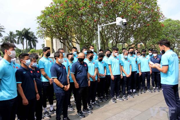 Đội trưởng Quế Ngọc Hải phát biểu xúc động: Tuyển Việt Nam xin hứa sẽ mang vinh quang về cho Tổ quốc - Ảnh 1.