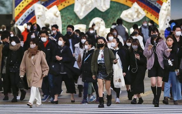 Nhật Bản mở rộng tình trạng khẩn cấp về Covid-19, Anh phân bổ vaccine đối phó biến thể Ấn Độ  - Ảnh 1.