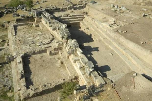 Sự thật về cổng địa ngục 2.200 năm của người La Mã cổ đại - Ảnh 1.