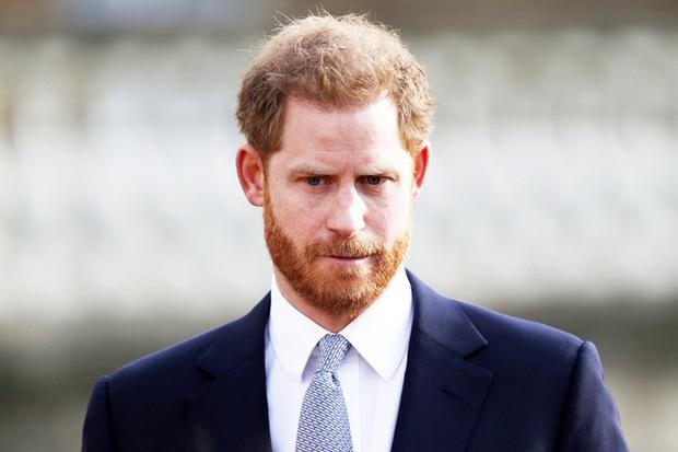 Harry nói về 3 lần cảm thấy bất lực khi ở Hoàng gia Anh và tiết lộ câu nói của Meghan giúp anh làm lại cuộc đời - Ảnh 2.