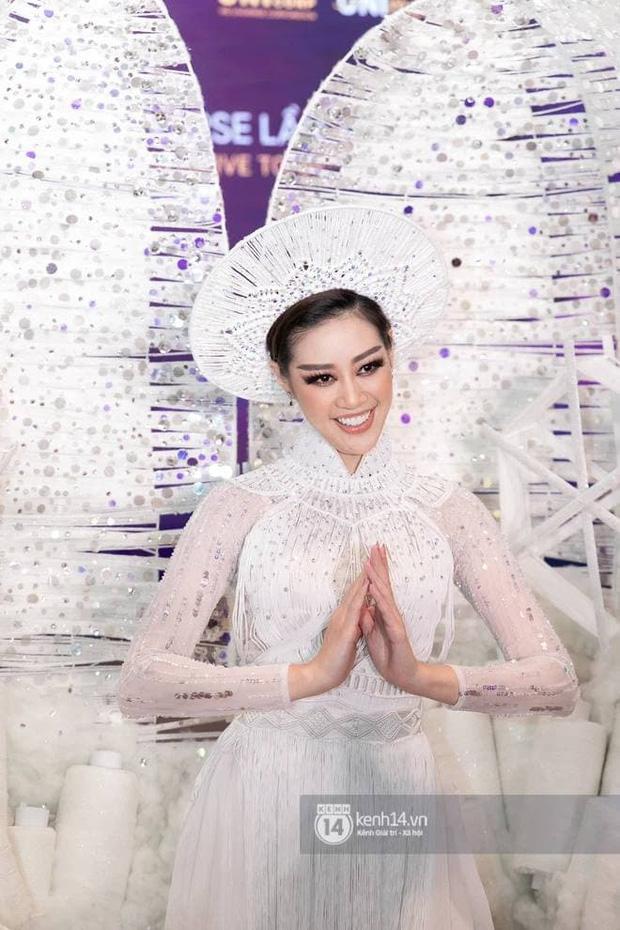 Phản ứng bất ngờ của khán giả quốc tế trước màn trình diễn Quốc phục của Khánh Vân và sự cố Kén Em ở Miss Universe - Ảnh 7.