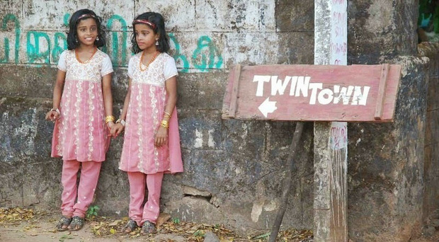 Ngôi làng kỳ lạ nhà nào cũng đẻ sinh đôi ở Ấn Độ: Các bà mẹ nườm nượp đến hỏi chế độ ăn uống nhưng bí mật cuối cùng không ở đó - Ảnh 1.