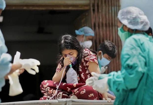 Ấn Độ dùng thuốc tẩy giun để điều trị COVID-19 bất chấp cảnh báo - Ảnh 1.