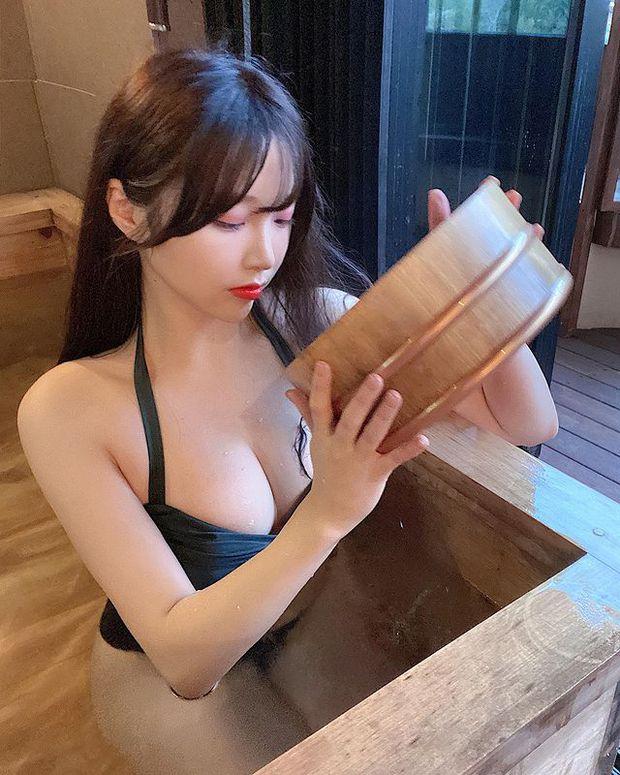Off livestream quá lâu, nữ streamer gợi cảm đăng ảnh bikini gợi cảm để bù đắp cho fan rồi hỏi: Đủ chưa? - Ảnh 9.