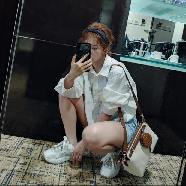 Seulgi là chuyên gia lên đồ với áo trắng, cách mix rất đơn giản nhưng sành điệu hết chỗ chê - Ảnh 11.