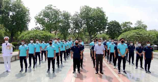 Đội trưởng Quế Ngọc Hải phát biểu xúc động: Tuyển Việt Nam xin hứa sẽ mang vinh quang về cho Tổ quốc - Ảnh 3.
