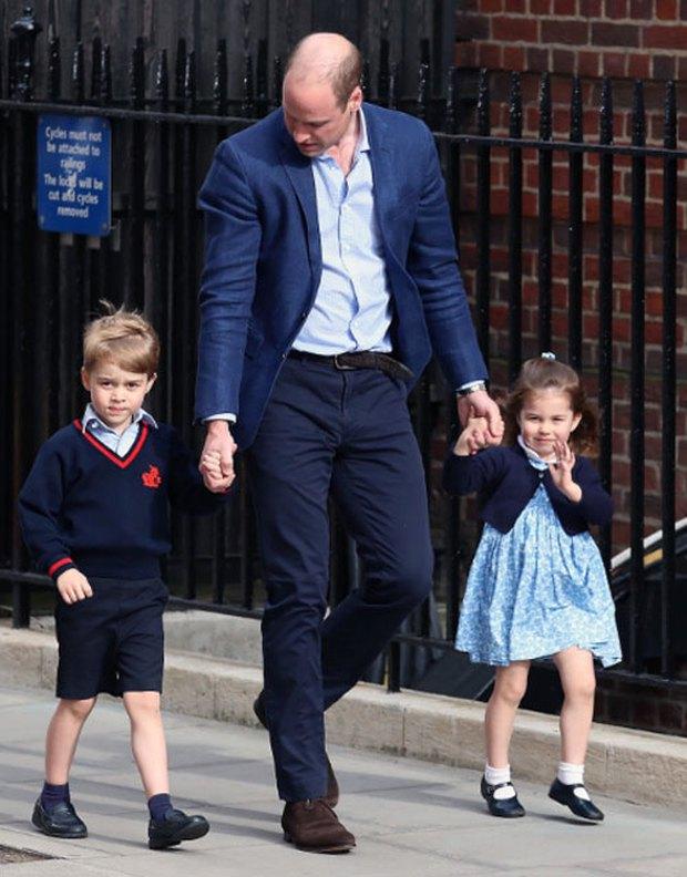 Công chúa Charlotte chứng minh đẳng cấp thời trang Hoàng gia khi lập kỉ lục hiếm ai đạt được - Ảnh 4.