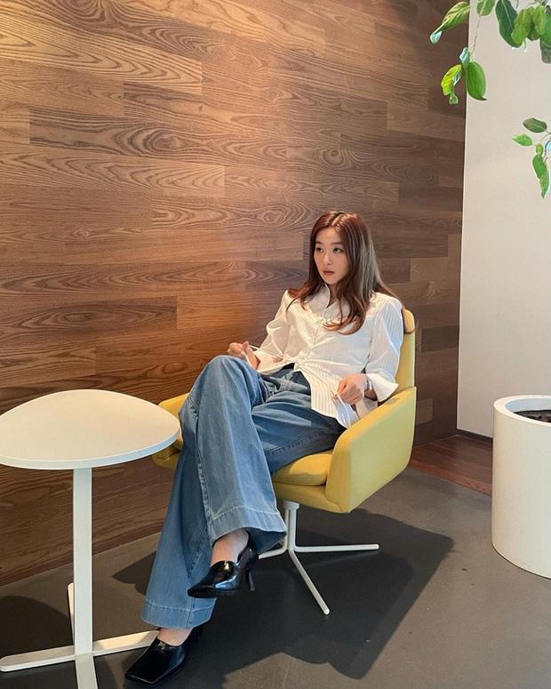 Seulgi là chuyên gia lên đồ với áo trắng, cách mix rất đơn giản nhưng sành điệu hết chỗ chê - Ảnh 6.