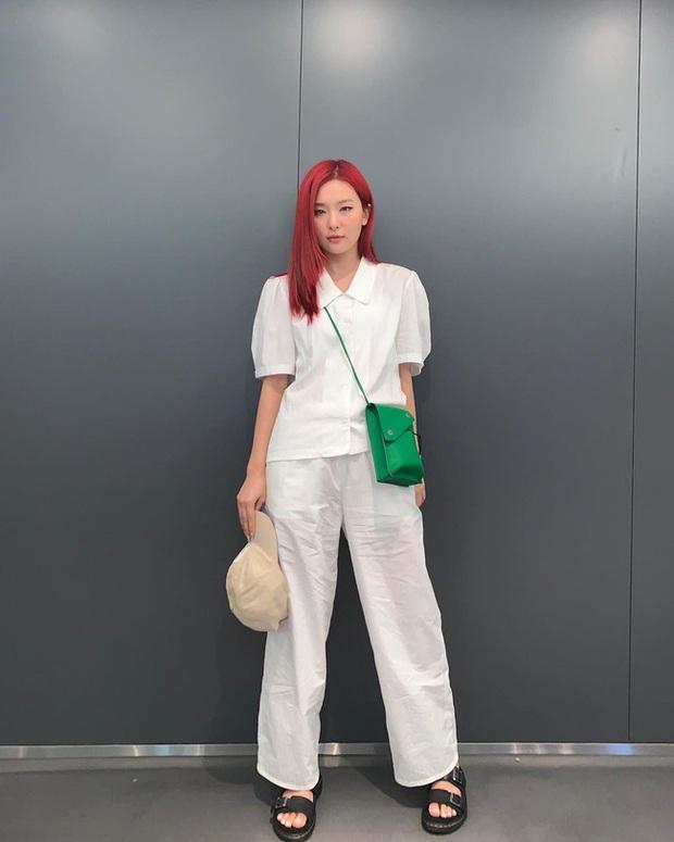 Seulgi là chuyên gia lên đồ với áo trắng, cách mix rất đơn giản nhưng sành điệu hết chỗ chê - Ảnh 7.