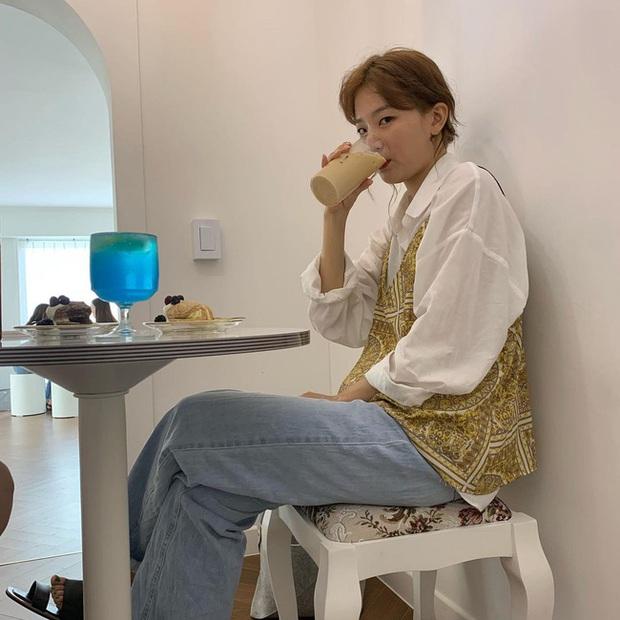 Seulgi là chuyên gia lên đồ với áo trắng, cách mix rất đơn giản nhưng sành điệu hết chỗ chê - Ảnh 9.
