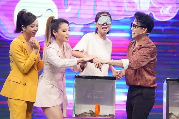 Hoa hậu Tiểu Vy mếu máo, la hét, sợ xanh mặt khi chơi gameshow - Ảnh 4.