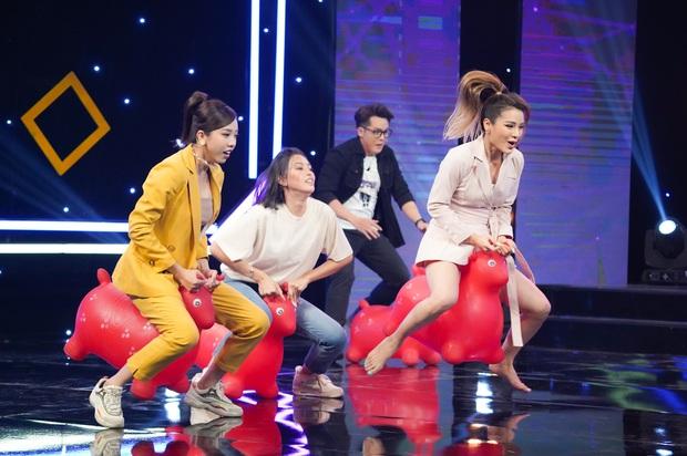 Hoa hậu Tiểu Vy mếu máo, la hét, sợ xanh mặt khi chơi gameshow - Ảnh 1.
