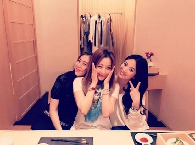 Song Hye Kyo nhận xe cà phê ủng hộ từ mỹ nhân công khai dìm hàng nhan sắc mình, cớ sao vẫn vui vẻ thế này? - Ảnh 5.