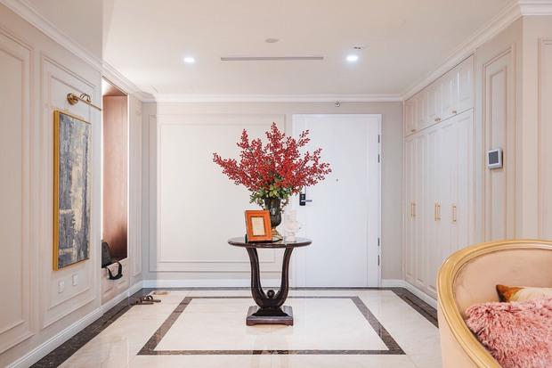 Biệt thự trên không rộng 300m2 của vợ chồng Hà Nội: Giá trị 13 tỷ đồng, phong cách tân cổ điển vừa sang vừa hút mắt - Ảnh 1.