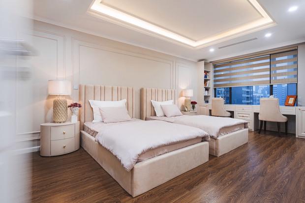 Biệt thự trên không rộng 300m2 của vợ chồng Hà Nội: Giá trị 13 tỷ đồng, phong cách tân cổ điển vừa sang vừa hút mắt - Ảnh 10.