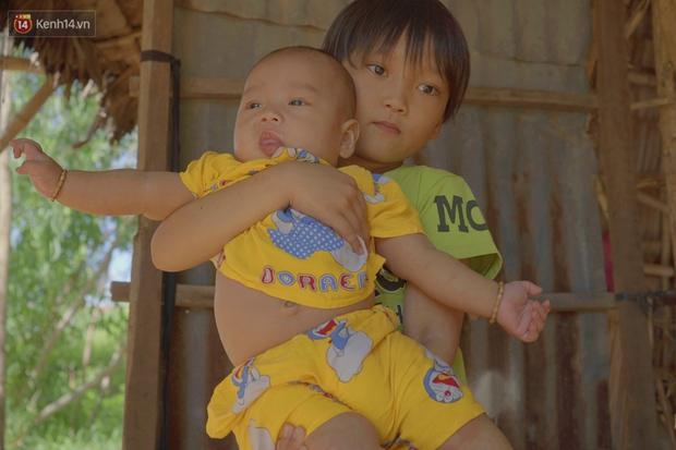 Chồng bỏ lúc mang thai, người mẹ bất lực nhìn 3 đứa con thơ khát sữa, cha già bệnh tật mà thiếu tiền chữa trị - Ảnh 3.