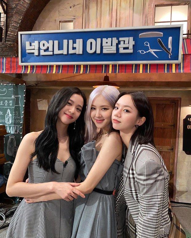 Rosé chuyên thu nhặt các chị đẹp cực phẩm Kbiz: 2 chị lớn BLACKPINK đến Hyeri đều đỉnh, nhưng chị gái ruột còn choáng hơn - Ảnh 21.