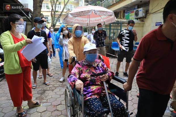 Hà Nội khẩn cấp xét nghiệm Covid-19 cho người về từ Đà Nẵng - Ảnh 3.