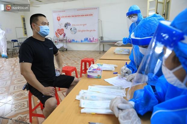 Hà Nội khẩn cấp xét nghiệm Covid-19 cho người về từ Đà Nẵng - Ảnh 12.