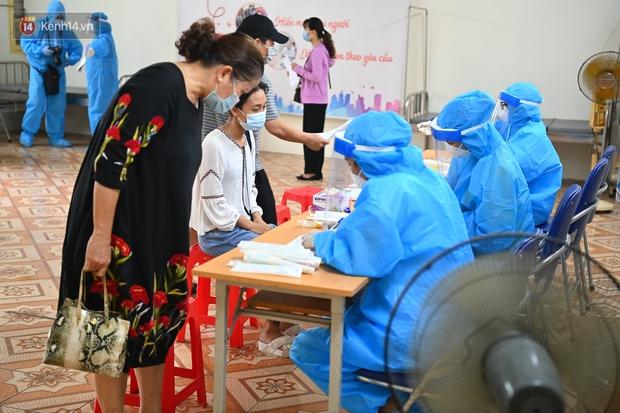 Hà Nội khẩn cấp xét nghiệm Covid-19 cho người về từ Đà Nẵng - Ảnh 7.