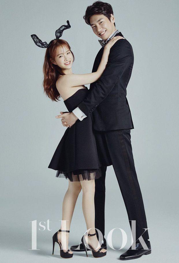 Top ảnh tạp chí đôi đẹp nhất xứ Hàn: Sốc nặng bàn tay hư Yoo Ah In đặt lên body bà cả Thế Giới Hôn Nhân, Hyun Bin - Son Ye Jin đúng huyền thoại - Ảnh 19.