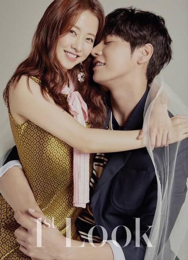 Top ảnh tạp chí đôi đẹp nhất xứ Hàn: Sốc nặng bàn tay hư Yoo Ah In đặt lên body bà cả Thế Giới Hôn Nhân, Hyun Bin - Son Ye Jin đúng huyền thoại - Ảnh 18.